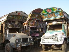 Taller de camiones en Rawalpindi, Pakistán. 2008