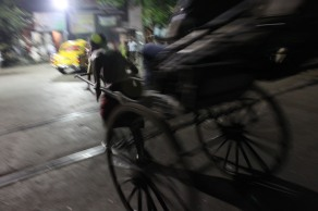 Ciclotaxista en Calcuta, India. 2011