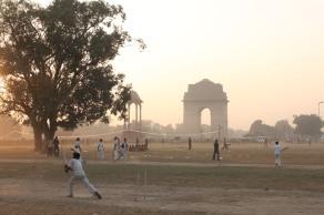 Criquetistas junto a la Puerta de la India. 2011